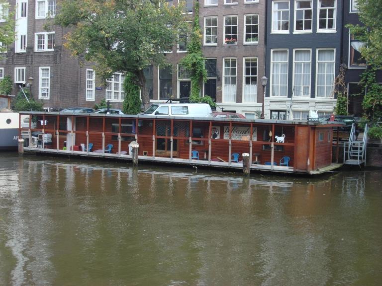 Poezenboot_Amsterdam_1.jpg